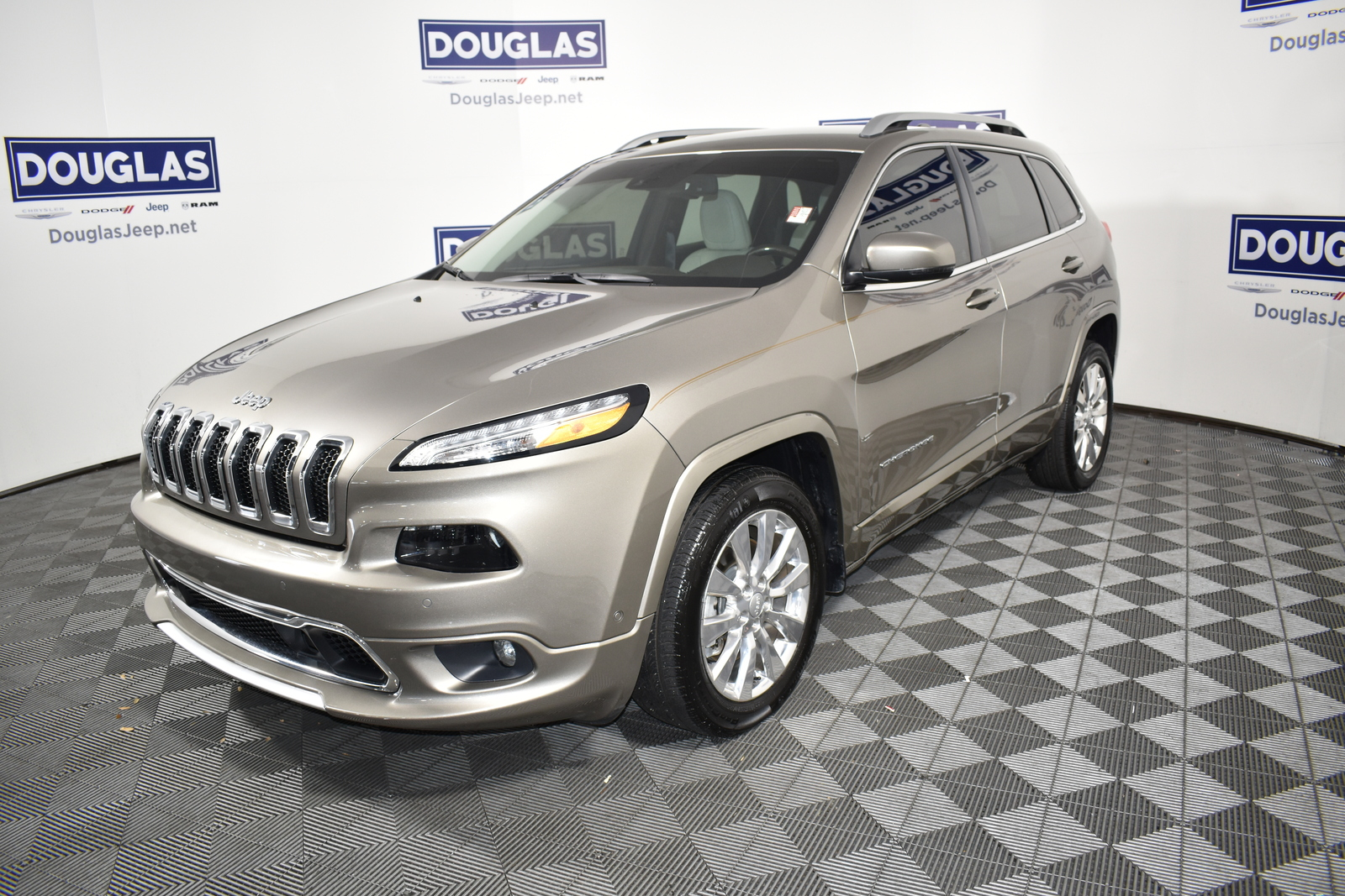 Certified Pre-Owned 2018 Jeep Cherokee Overland FWD