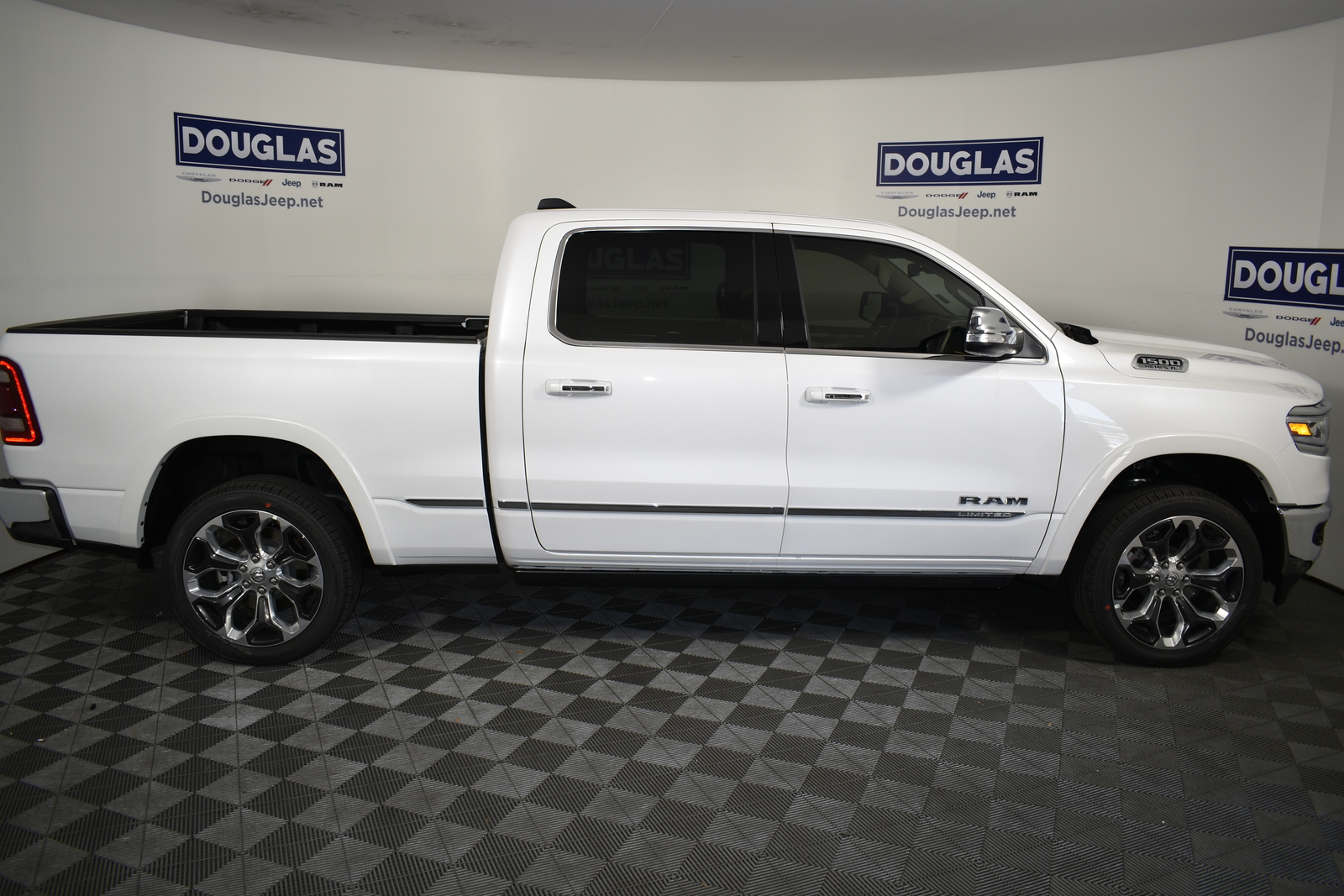 New 2020 RAM 1500 Limited 4x4 Crew Cab 6'4 Box