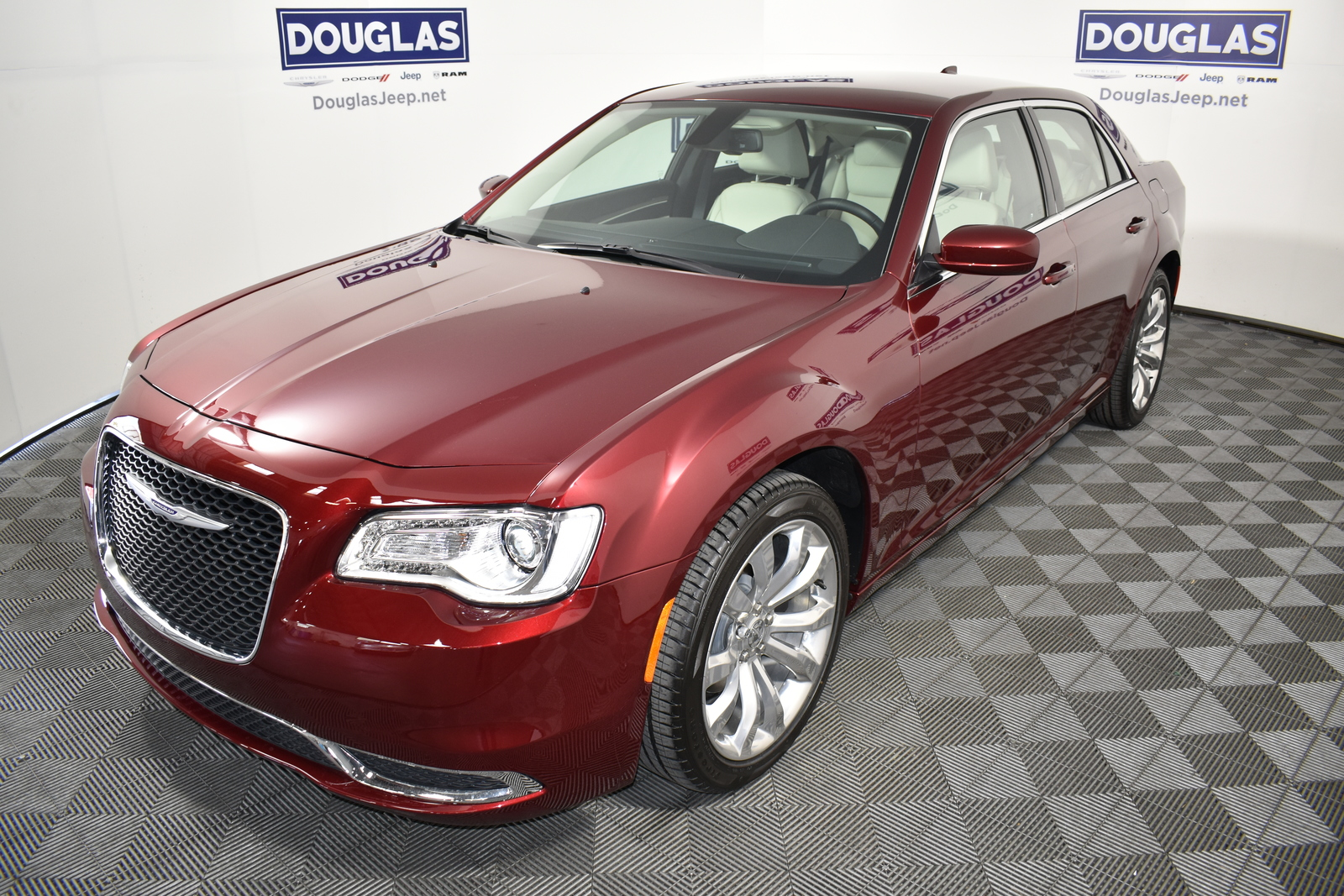 New 2020 CHRYSLER 300 Touring L RWD