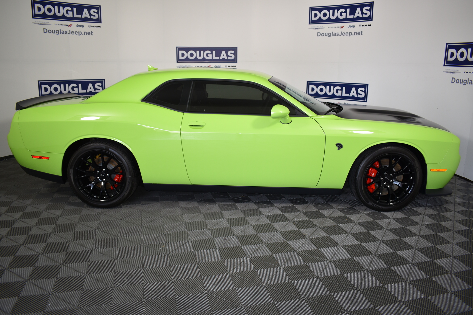 Pre-Owned 2015 Dodge Challenger 2dr Cpe SRT Hellcat