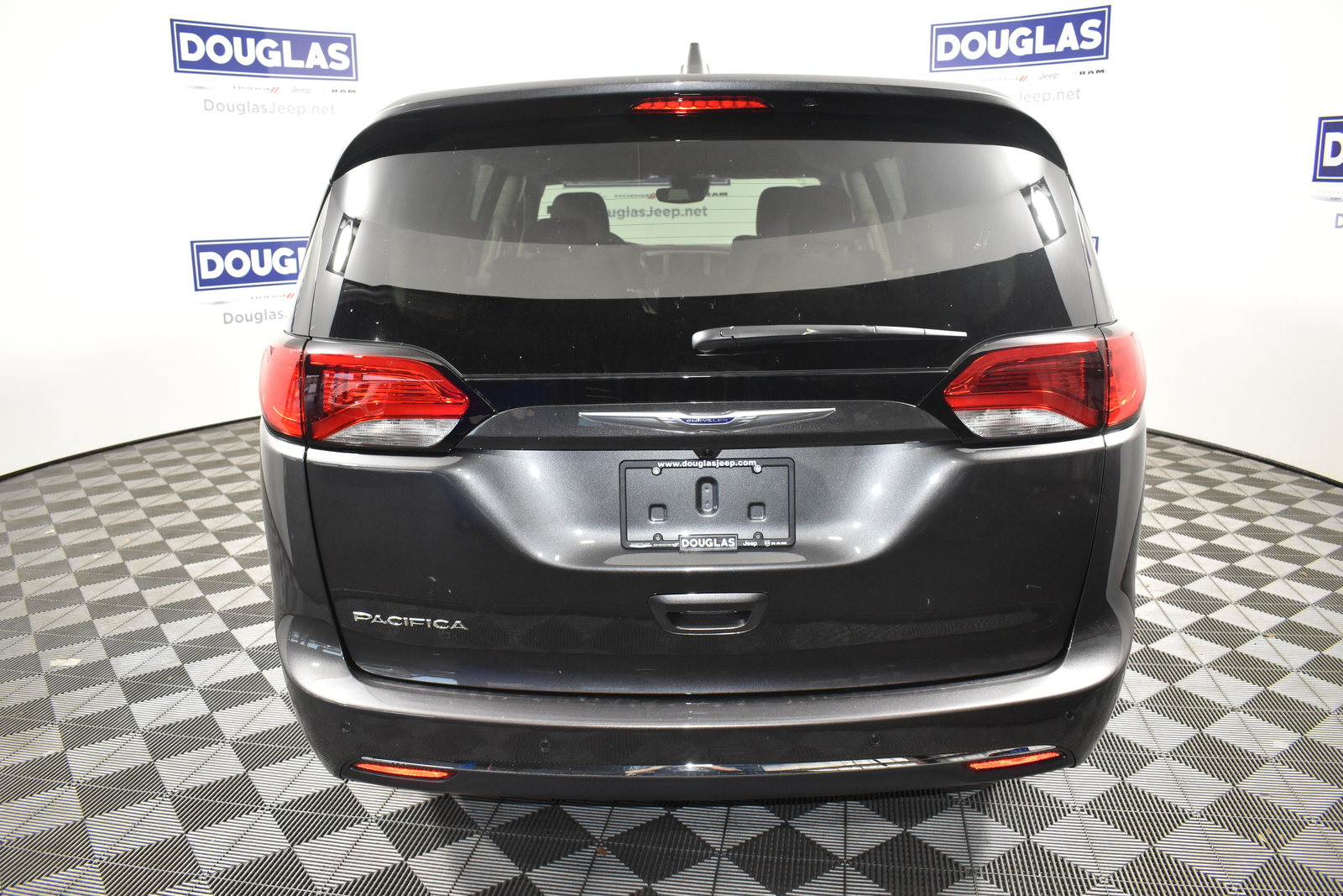 New 2020 CHRYSLER Pacifica Touring FWD